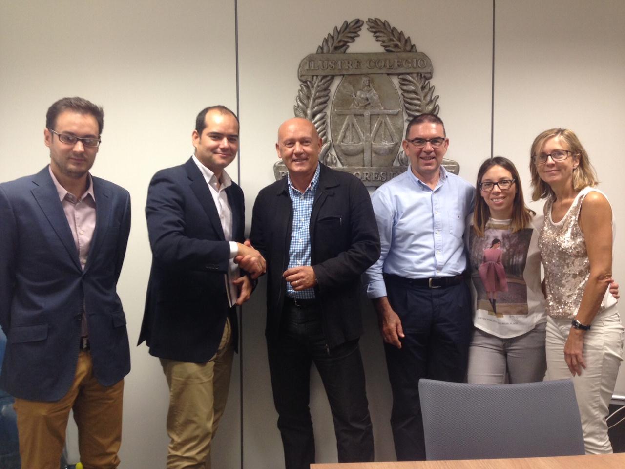 Firma de convenio entre Legitec y el colegio de procuradores de alicante para colaboración en protección de datos y destrucción confidencial de documentación