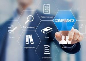 empresario seleccionando compliance