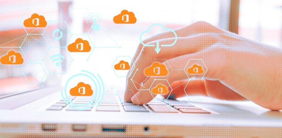mujer de negocios mejora la seguridad y productividad con Office 365
